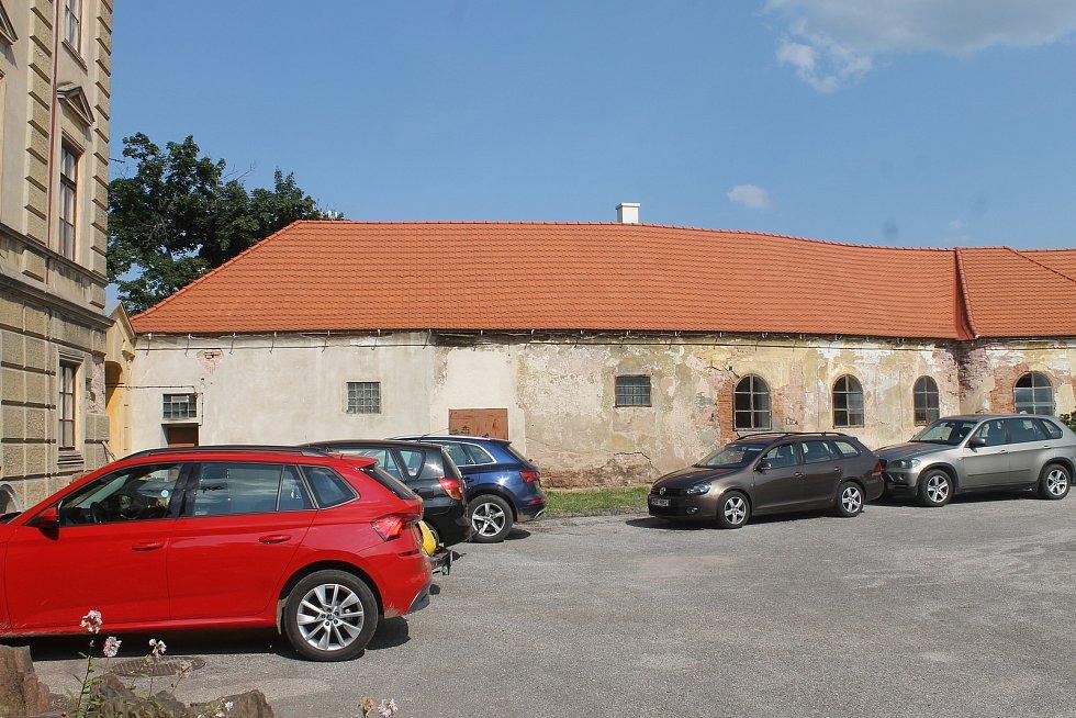 Revitalizace je údajně v polovině, dokončena má být za čtyři roky. Poté  zámek nabídne ubytování, vznikne zde kavárna, restaurace i funkční obchody.