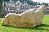 Sousoší Fantastická zvířata švédské sochařky Suzanne Holmbergové.
