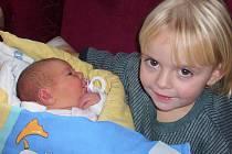 ADÉLA VOBORNÍKOVÁ se narodila 14. prosince v jičínské porodnici v 00.04 hodin, vážila 4040 g a měřila 52 cm. Rodiče Eva a Martin Voborníkovi jsou z Nemyčevsi, doma již netrpělivě čekala sestřička Petruška.