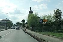 Rozkopaná silnice v Úlibicích.