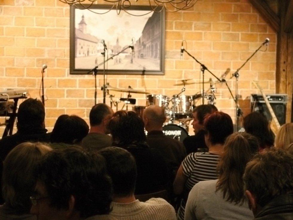 Laco Deczi koncertoval v Nové Pace.