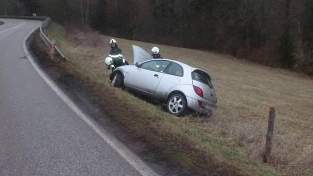 O řidiče se po nehodě museli postarat záchranáři.