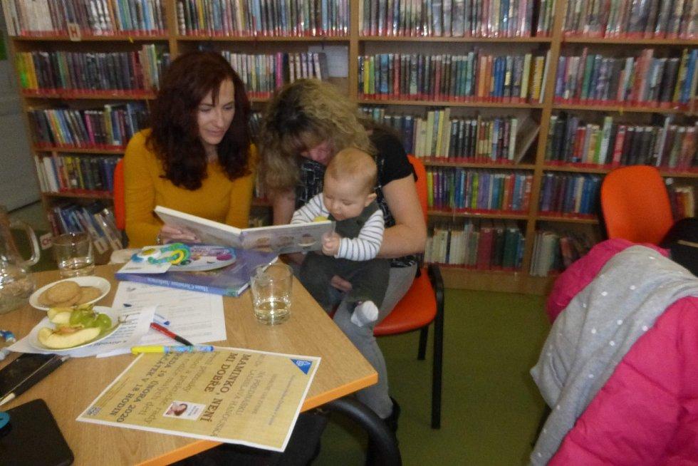 Do jičínské knihovny mohou děti dříve, než se naučí mluvit.