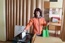 Po ránu byla návštěvnost volební místnosti chabá. K situaci v obci se lidé neměli chuť vyjadřovat.