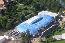 Zastřešování jičínského zimního stadionu.