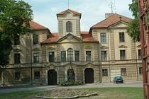 Bělohradský zámek, od podzimu roku 2004  v majetku města.