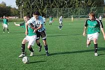 PO OKRESNÍM DERBY s Lázněmi Bělohrad přivítají jičínští fotbalisté na umělé trávě vedoucí Červený Kostelec.