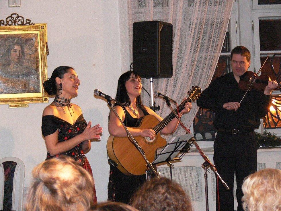 Vystoupení Edity Adlerové a Jany Rychterové a doprovodem.