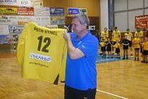 Dres s číslem 12 bude Petru Kynčlovi připomínat působení v brance extraligového Jičína.
