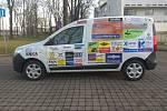 Zbrusu nový vůz mají od tohoto týdne k dispozici zaměstnanci a klienti denního stacionáře Klokan v Hořicích.