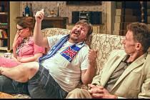 Britský humor rozesměje dnes večer hořickou Korunu.