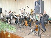 Z koncertu Hudby Hradní stráže v Běcharech.