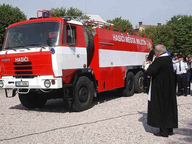 Vysvěcování hasičské cisterny v Miletíně.