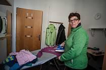 Sociální podnik Úklidová firma Láry Fáry z Rychnova nad Kněžnou zaměstnává dospělé lidi s mentálním postižením a duševním onemocněním. I tady mají před Vánoci méně zakázek.