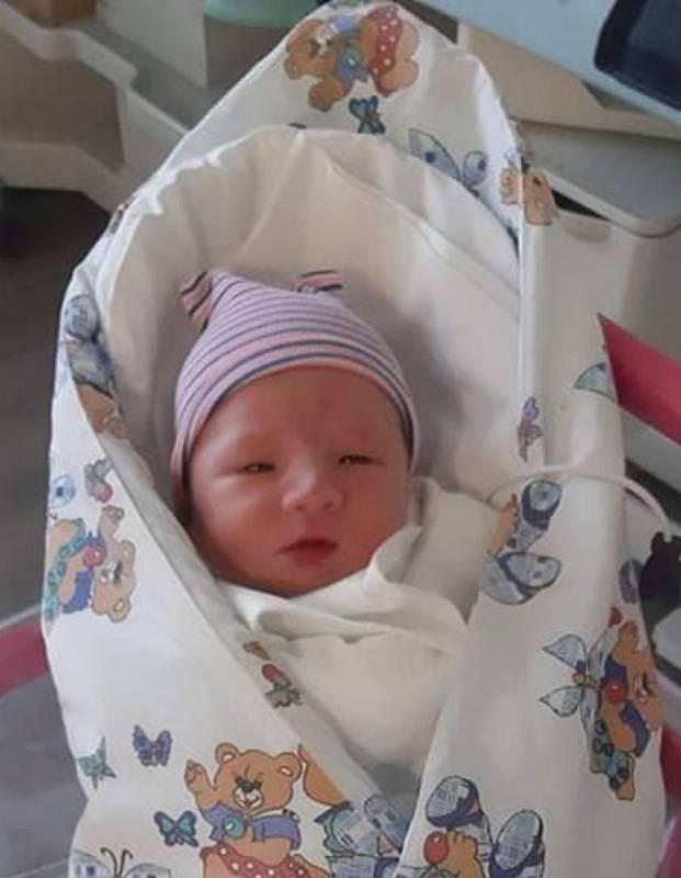 Tadeáš Krátký se narodil 22. července 2021 a jeho míry byly 3960 g a 52 cm. Radují se z něho maminka Veronika Hůlková a tatínek Štěpán Krátký. Rodina je z Nerošova.