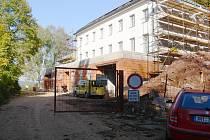 Z oprav budovy v areálu novopackého kláštera.