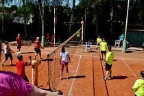 Národní turnaj Českého hnutí speciálních olympiád v přehazované na kurtech Sokola Dřevěnice.