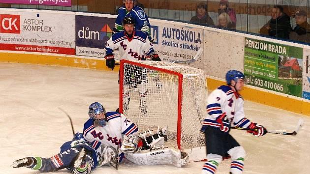 HOKEJISTÉ Jičína na domácím ledě zdolali Hronov 3:1. Nyní je čeká zápas na ledě soupeře.