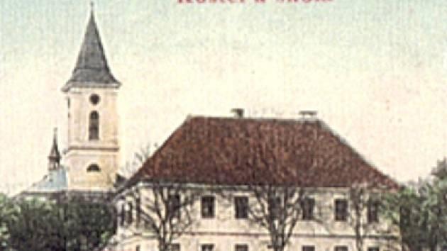 Osenický kostel na historické pohlednici.