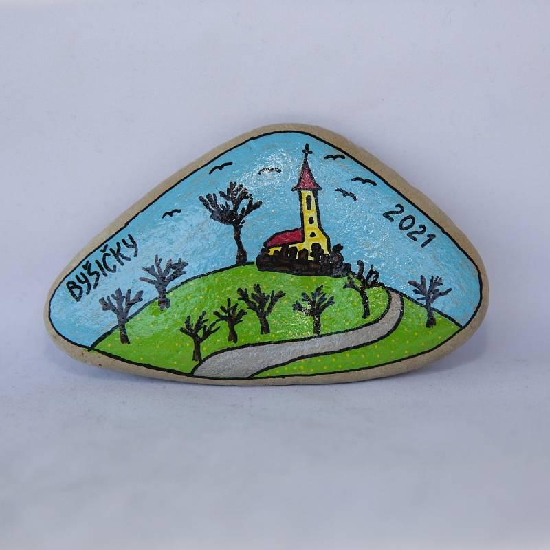 V Lukavci u Hořic je k vidění výstava Byšičky v obrazech, jejíž součástí jsou upomínkové tematické kamínky malované obyvateli a příznivci Lukavce.