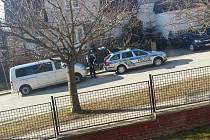 Zásah policejního komanda v Nové Pace.