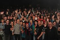 Kapela se v Jičíně zastavila na svém turné 33 radostí života. Slaví tím narozenin plné trojek a také nové album, které nahráli v pandemii.