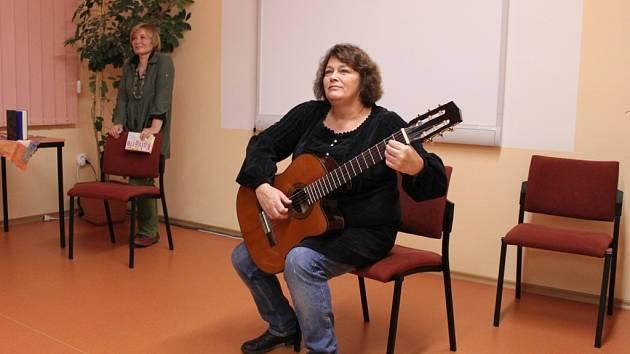 Pořad v hořické knihovně s Petrou Braunovou a Jitkou Smutnou.