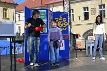 Kouzelník Pavel Kožíšek na pohádkovém festivalu.