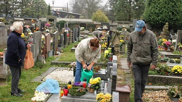 Hřbitov o Dušičkách.