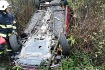 Zřejmě smyk na mokré vozovce stál za nehodou u Miletína