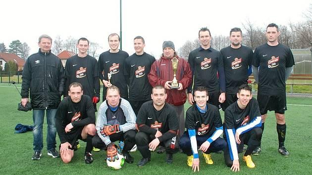 Fotbalové mužstvo SKP Valdice, vítěz Zimního poháru OFS Jičín 2015.