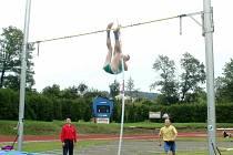 Jirka Horák při skoku o tyči zdolal výšku 370 cm.