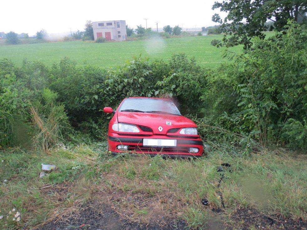 Střet dvou automobilů na obchvatu Hořic.