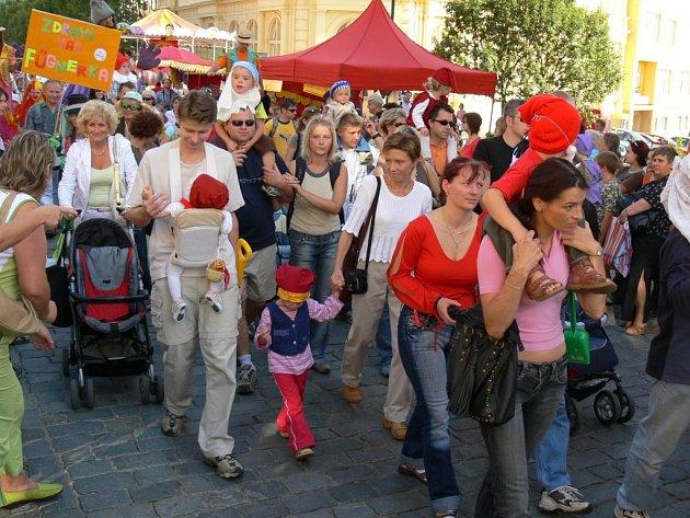 Průvod na zahájení festivalu Jičín - město pohádky.