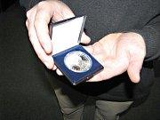 Ze křtu mince vydané na počest Erbena.