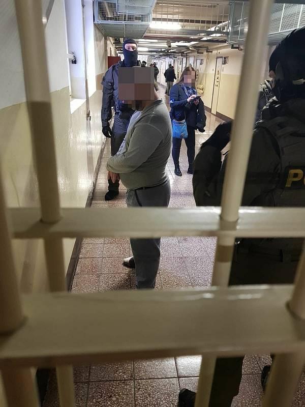 Vyšetřování ve valdické věznici v rámci operace RAJEC.