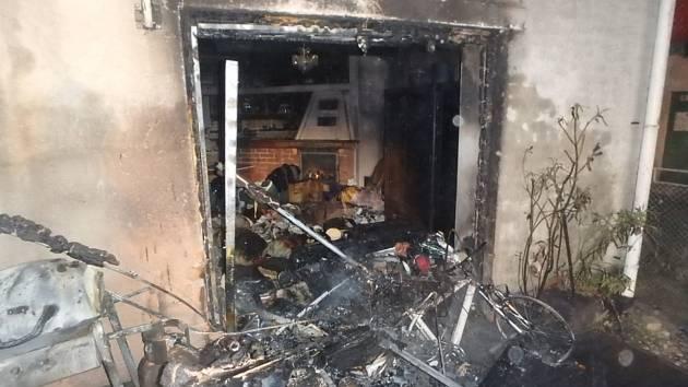 Před víkendem poničil požár rodinný dům ve Starých Smrkovicích.