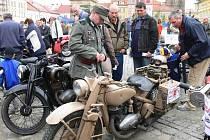 Veteránem Českým rájem 2009 - jičínské Valdštejnovo náměstí.