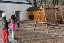 Nové hřiště u Bělohradské mateřské školy.