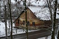 Zdevastovaný dům v Bystřici.