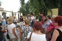 Procházka po jičínském hřbitově s Evou Bílkovou.