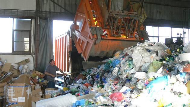 Do sběrného dvora Technických služeb v Konecchlumského ulici je svážen odpad podle harmonogramu bez ohledu na sváteční dny.