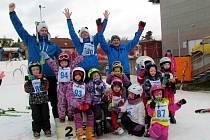 Mladí lyžaři.