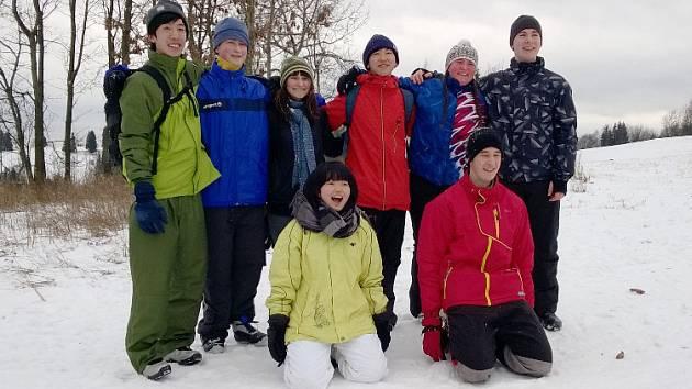 Zahraniční studenti na horách.