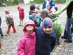 Z výletu dětí ostruženské mateřinky na Sychrov.
