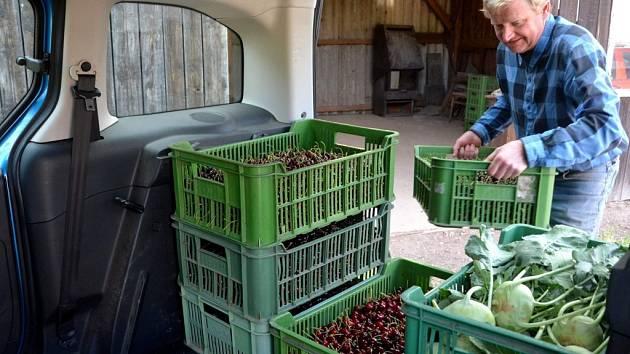 Z výkupny ovoce a zeleniny v Radimi.
