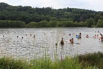 Jinolické rybníky jsou v těchto dnech v obležení návštěvníků, provozovatelé kempů a občerstvení mají důvod k úsměvu.