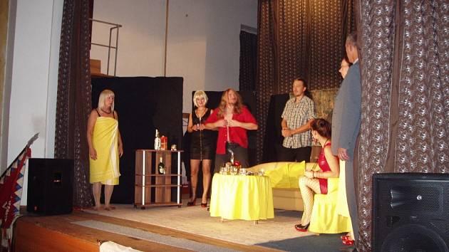 Divadlo spolku Vojan v Libáni.