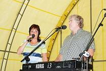 V Cholenicích koncertovali Eva a Vašek.