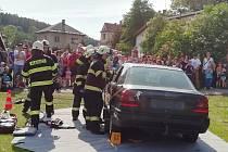Při oslavě dětského dne v Nové Pace představili svoji práci hasiči, policisté i záchranáři.